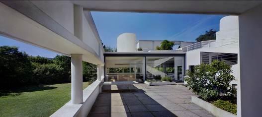 Le Corbusier (Charles-Édouard Jeanneret). Villa Savoye, Poissy, 1928-1931. Vista del patio, 2012. Copia cromogénica en color. The Museum of Modern Art, Nueva York. Donación de Elise Jaffe y Jeffrey Brown.. Image © Richard Pare