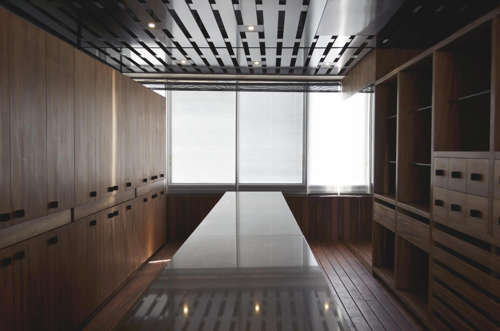 Muebles y edificios, una formalidad compartida / ARS° Atelier de Arquitecturas, Vestidores en proyecto PH Hiro. Image Courtesy of Atelier ARS°