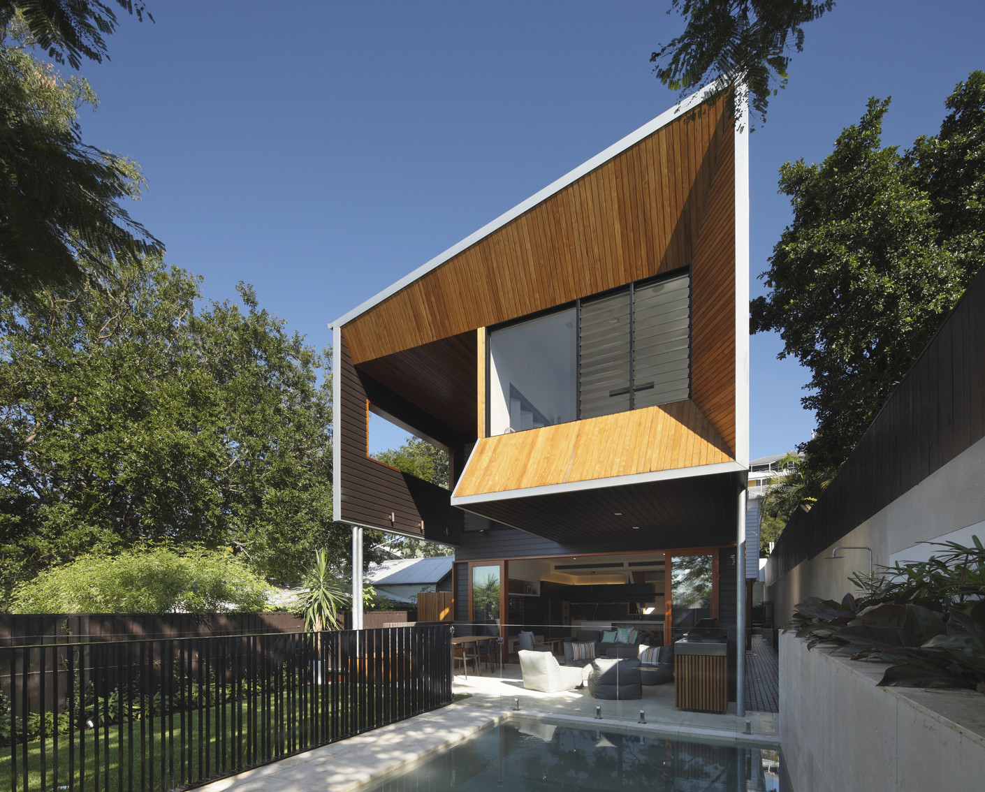 Wilden st house shaun lockyer architects archdaily for Dynamic house