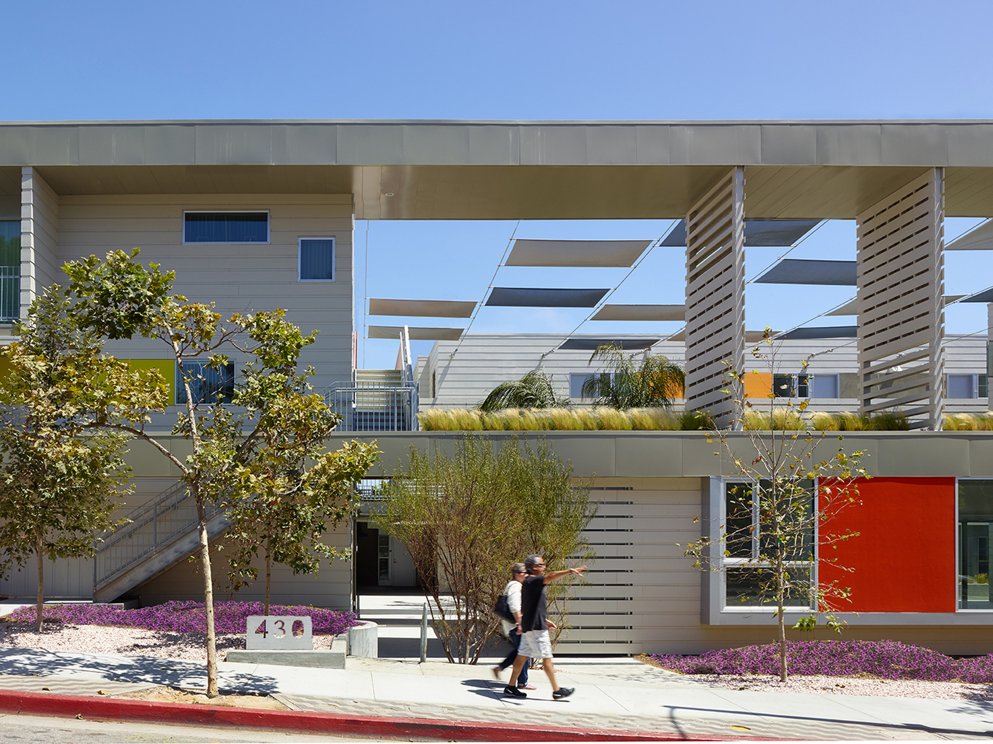 Pico Place / Brooks + Scarpa Architects, © John Linden