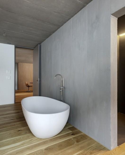 Casa en el río Reuss / Dolmus Arquitectos. Image © Roger Frei