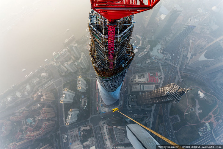 View of the Jin Mao Tower from the Shanghai Tower. Image © Vitaliy Raskalov, ontheroofscom@gmail.com
