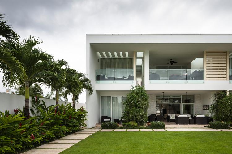 Residencia Playa Vida / Casis Architects, © Fernando Alda
