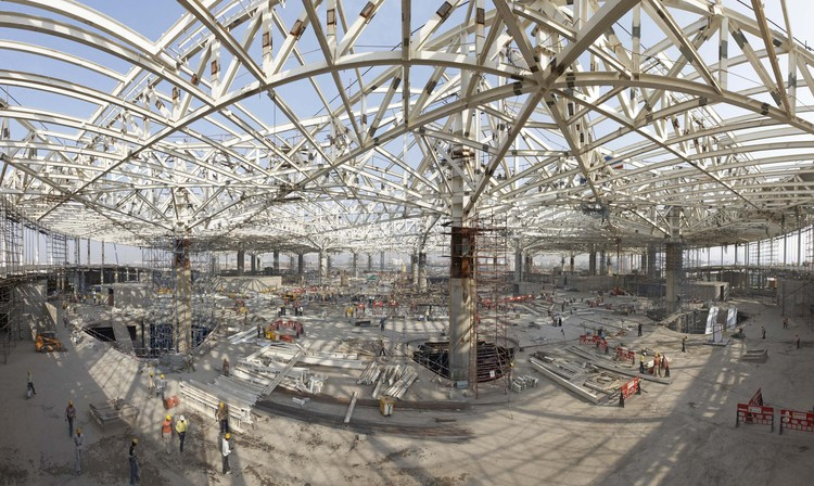 Constuction of steel truss system. Image courtesy SOM / © SOM