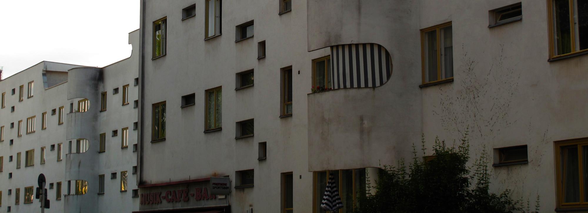 Vista parcial de viviendas realizadas por Hans Sachroun en la Jungfernheide. Image Courtesy of Óscar Miguel Ares