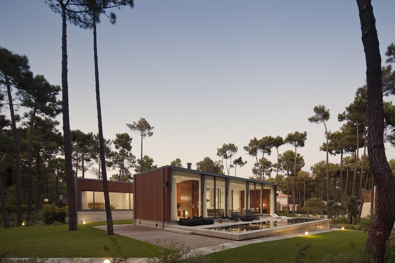 Galeria de casa aroeira iii colectivarquitectura 11 for U shaped architecture