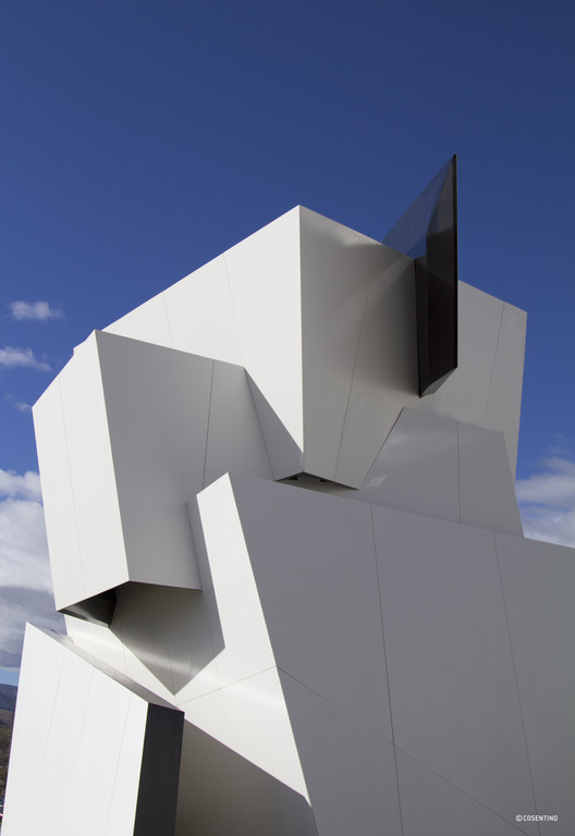 Beyond the Wall / Daniel Libeskind for Cosentino Group