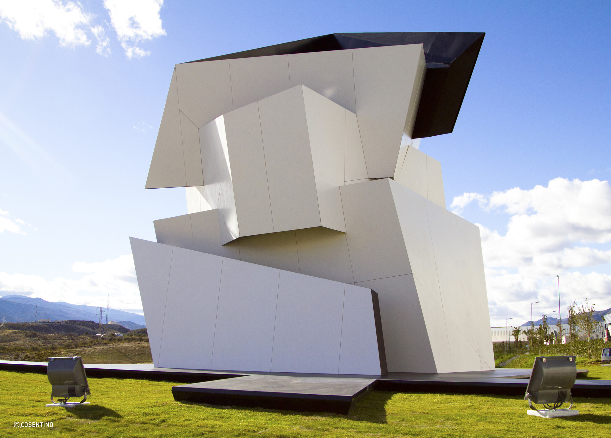 """Libeskind Diseña """"Polycentric Spiral"""", Escultura para Cosentino Group, Beyond the Wall / Daniel Libeskind para Cosentino Group"""