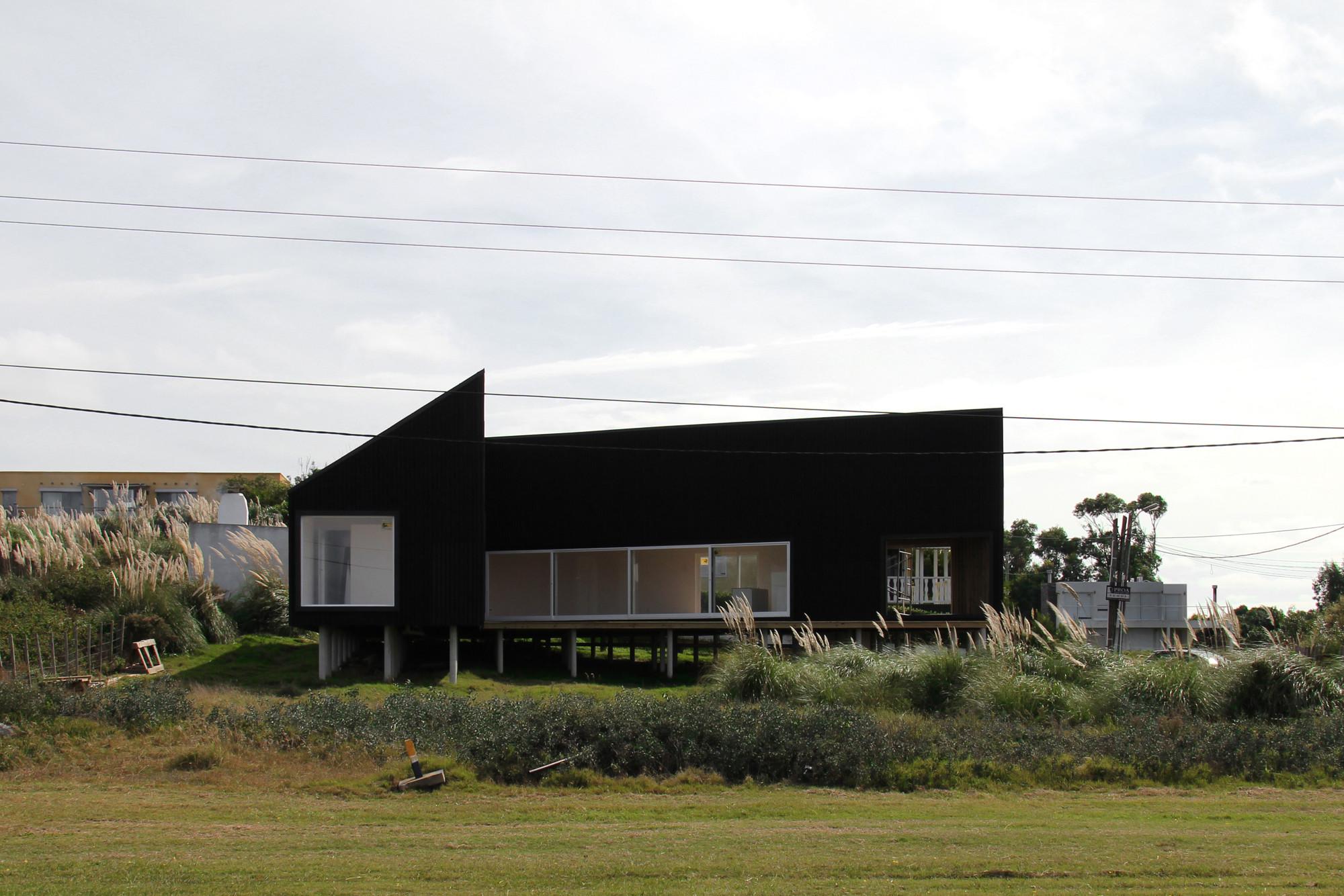 Casa en Manantiales, Manantiales, Uruguay 2011-2012.. Image © Gustavo Frittegotto