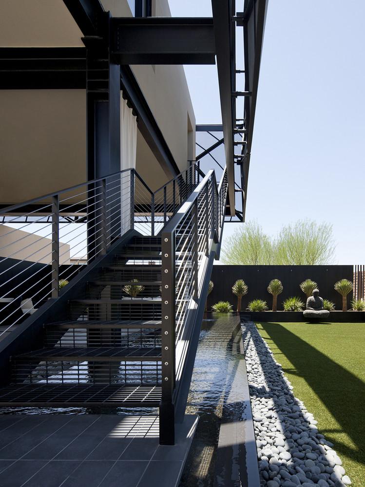 Architekten haus filigrane netz struktur modern in der wüste Kakteen Beet
