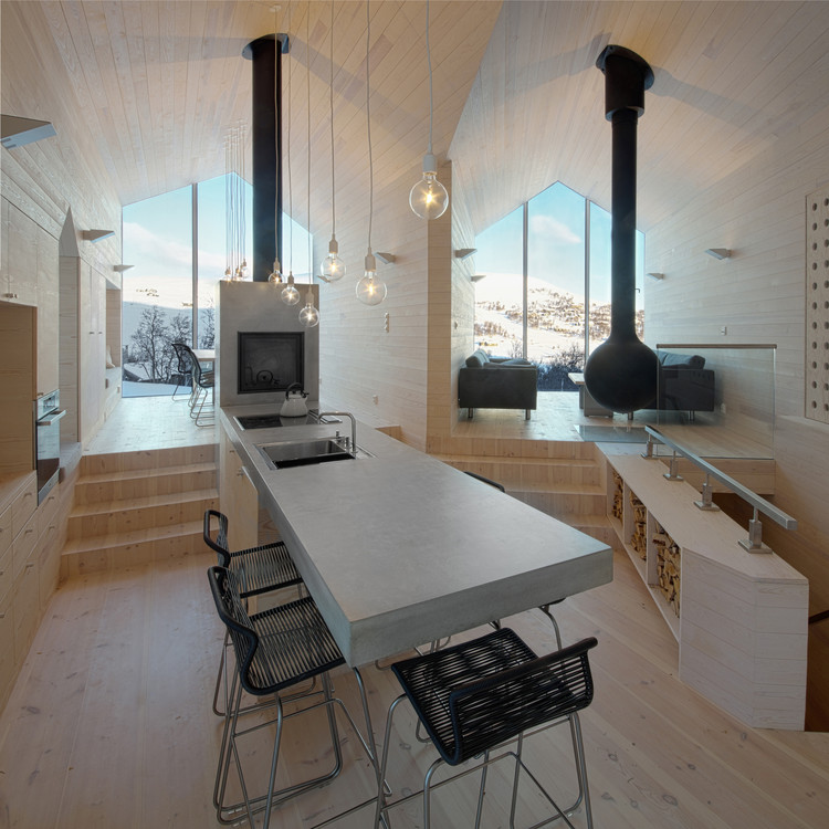 Split View Mountain Lodge / Reiulf Ramstad Arkitekter . Image © Søren Harder Nielsen