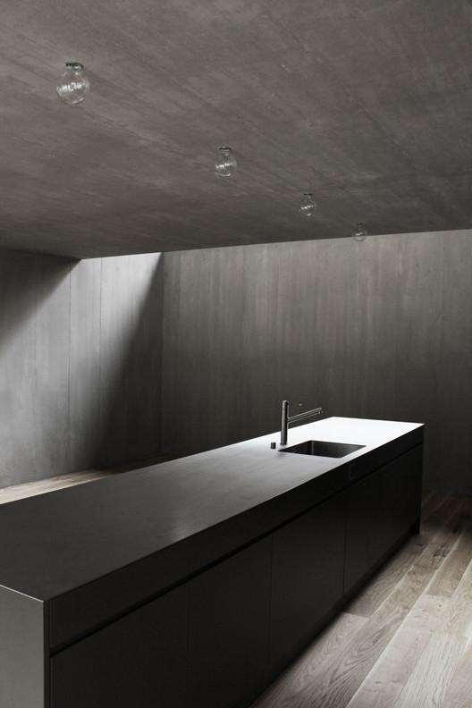 Casa en el río Reuss / Dolmus Arquitectos. . Image © Aynur Turunc