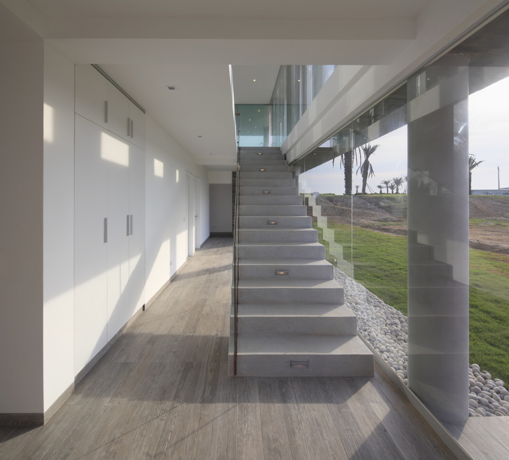 Solano Apartments: House In La Jolla / Metropolis