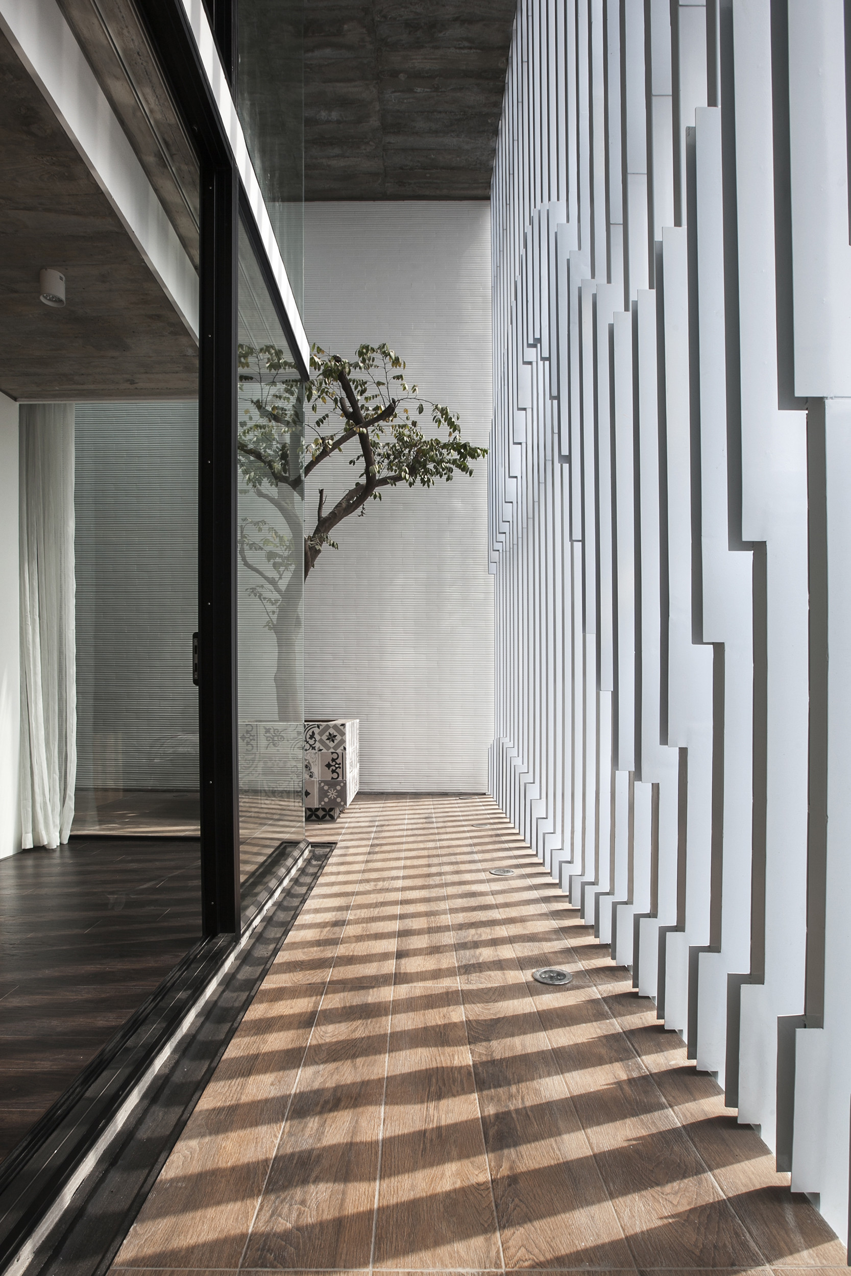 Gallery of 7x18 house ahl architects associates 32 for Architect associates