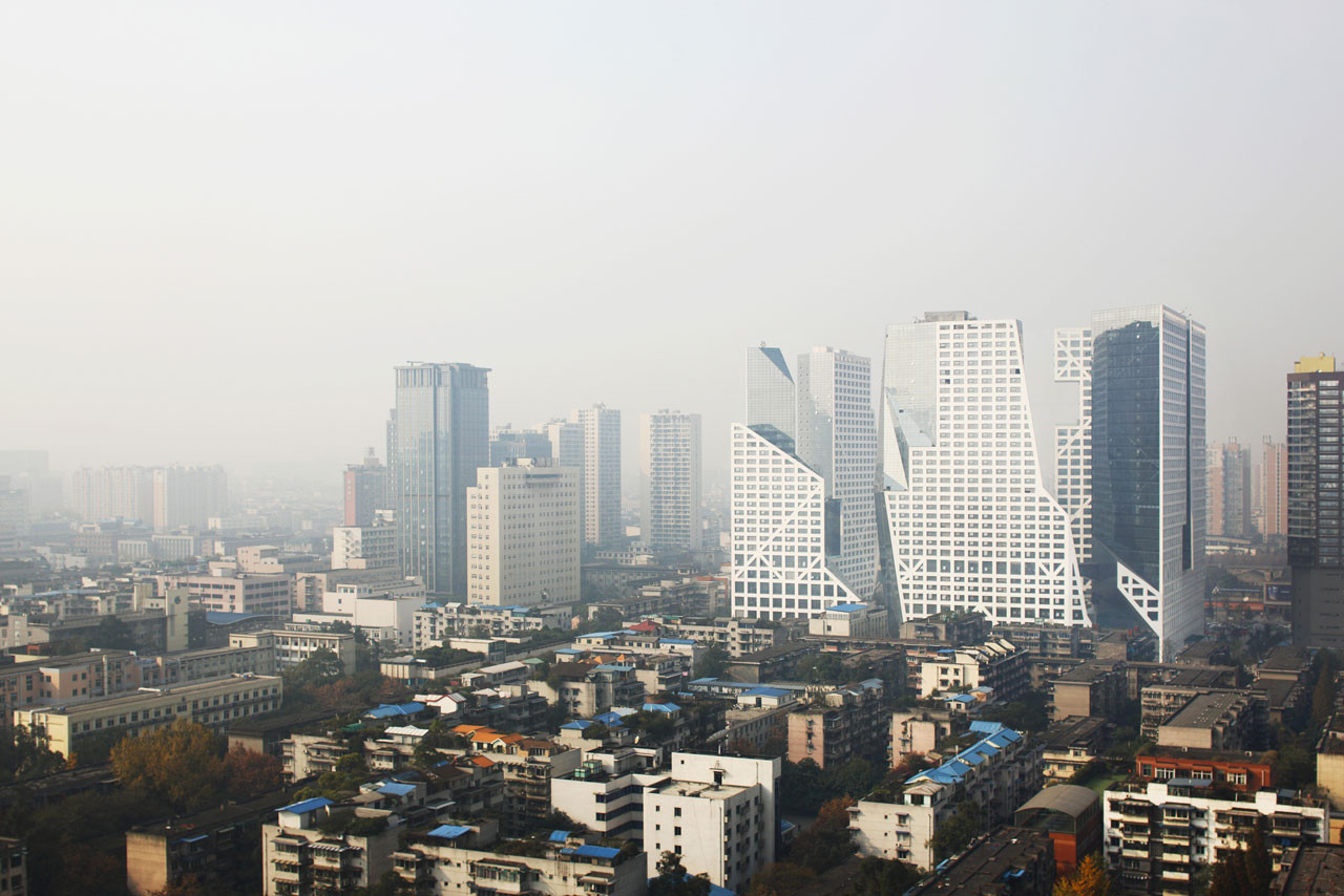 Reviewing 'Urban Hopes': A Look at Steven Holl's Latest in China, A view of the Sliced Porosity Block in Chengdu. Image © Shu He