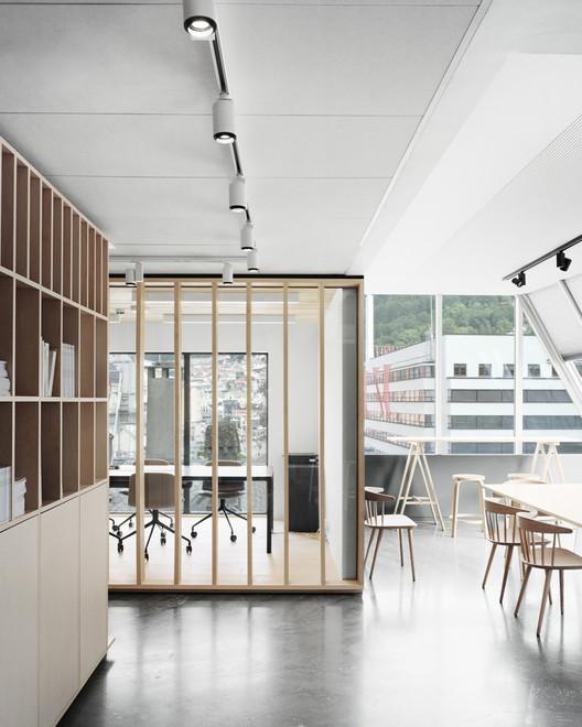 El taller detrás de la escena  / Eriksen Skajaa Architects, © Rasmus Norlander