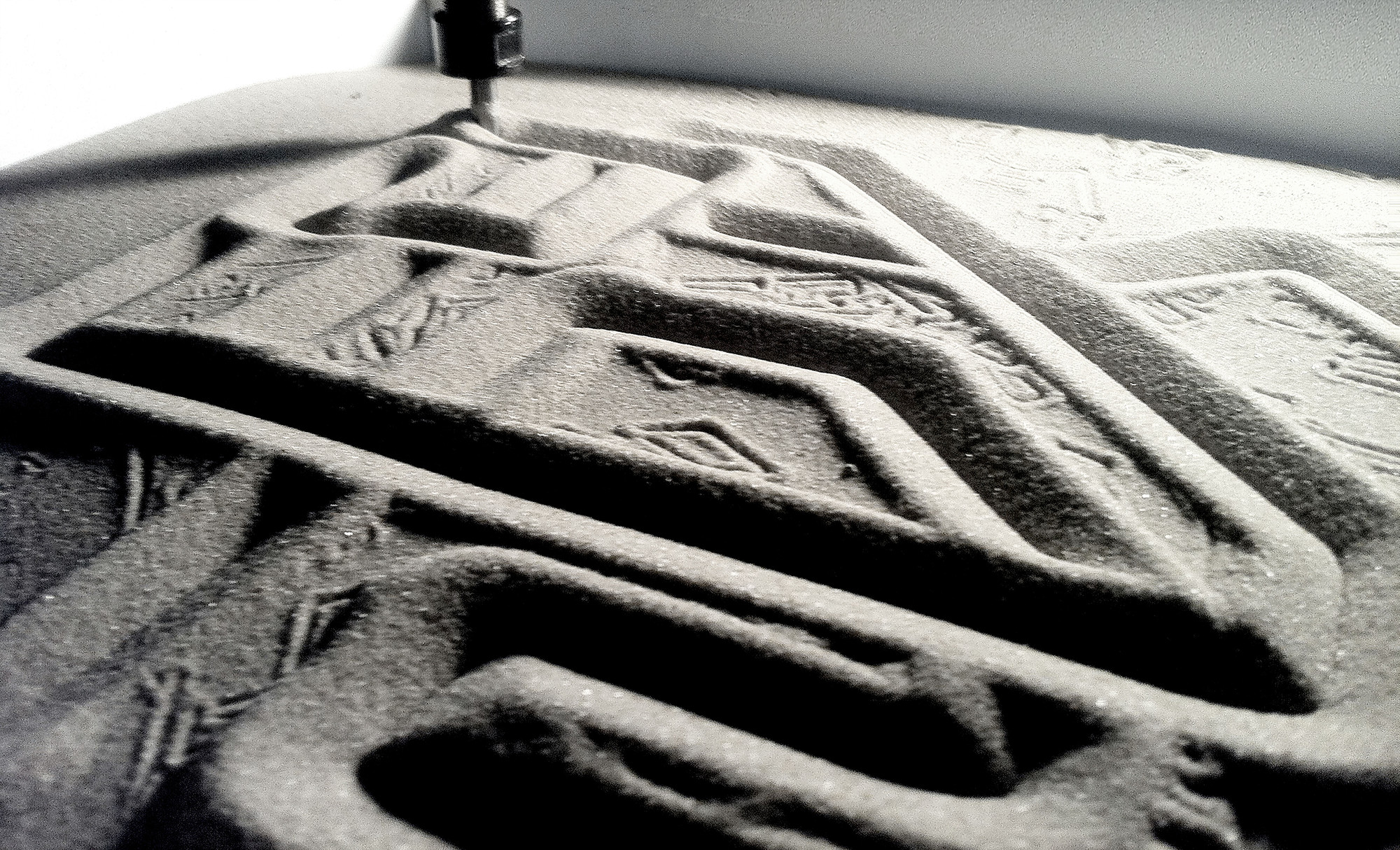 Printing on sand . Image © Edith Kofsky / The Israeli Pavilion 2014
