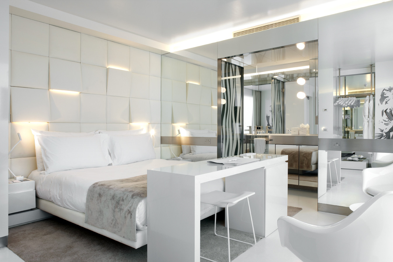 Hotel the mirror barcelona gca arquitectes archdaily for Mirror hotel