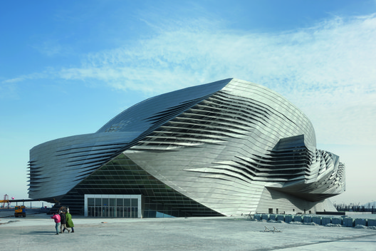 Dalian International Conference Center / Coop Himmelb(l)au. Image © Duccio Malagamba