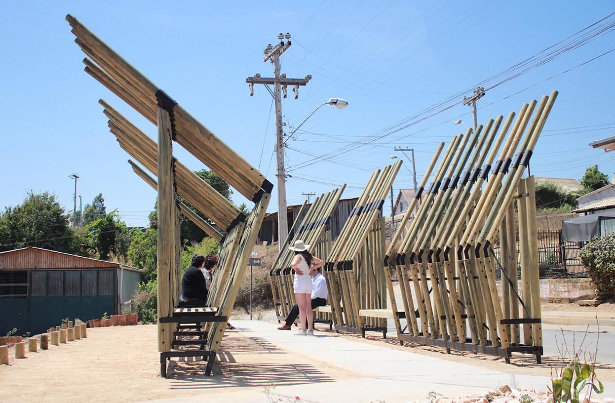 """Estabilidad, Materia y Paisaje: """"Paseo/Mirador Eucaliptus"""" en Curepto, Chile, © Gabriel Flores Daza"""