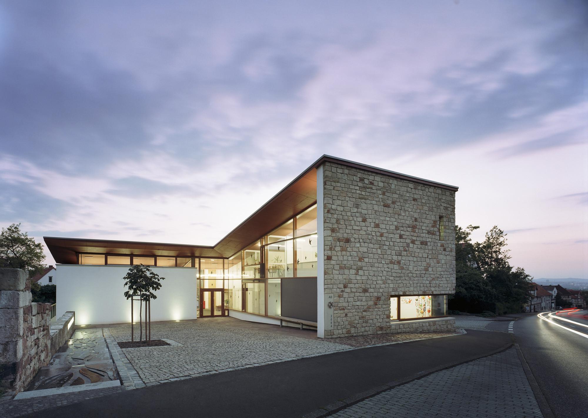 Community Centre Lohfelden / HHS Planer + Architekten AG, © Constantin Meyer
