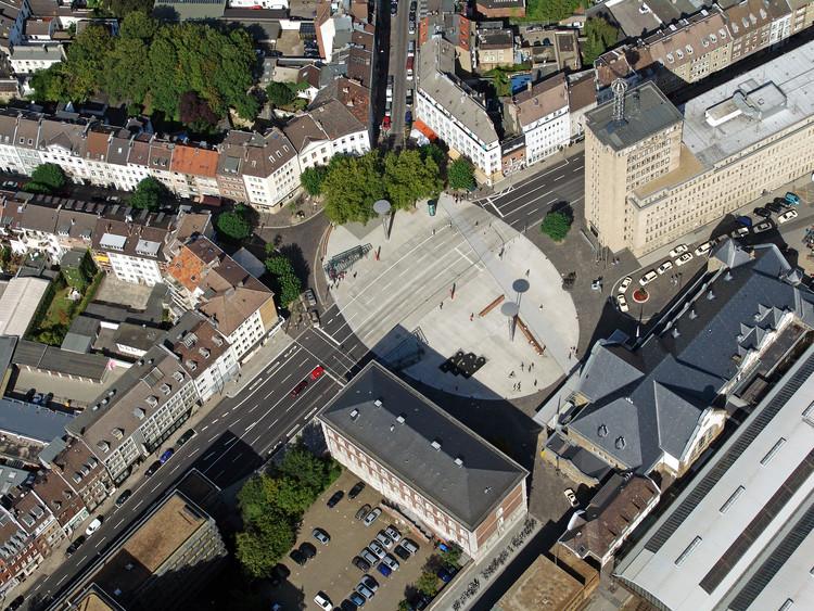 Bahnhofplatz Aachen / HH+F Architekten Hentrup Heyes + Fuhrmann, Cortesóa de HH+F Architekten Hentrup Heyes + Fuhrmann