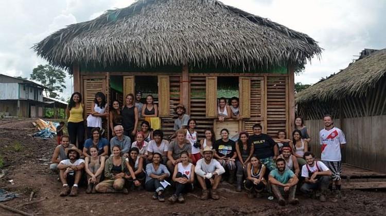 Estudiantes alemanes y peruanos se unen para construir un centro multifuncional para los nativos asháninkas en Perú , © Raúl Mayo