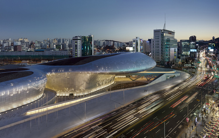 Dongdaemun Design Plaza / Zaha Hadid Architects, ©  Virgile Simon Bertrand