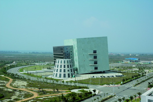 Büro + Fabriksgebäude, Tainan, Taiwan, 2005-2008. Image © Atelier Adam Chen