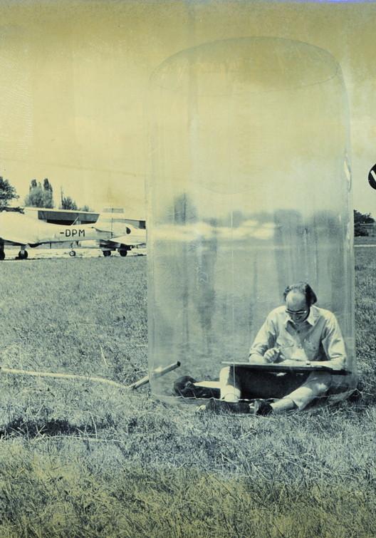 Mobiles Büro, aufblasbares Bürogebäude, 1969 . Image © Gino Molin-Pradl