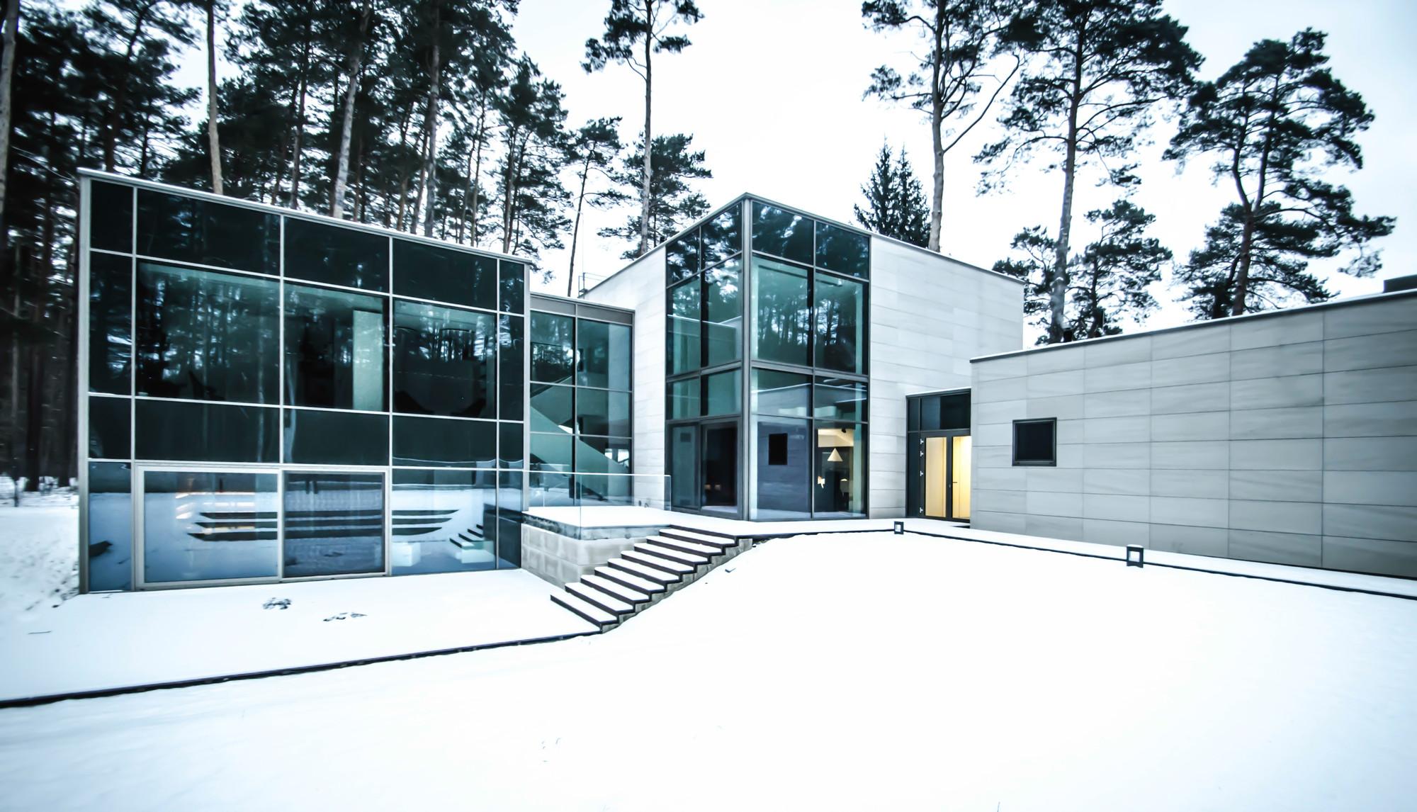 Parallelepiped Rectangle House / Devyni Architektai, © Arunas Skrolis