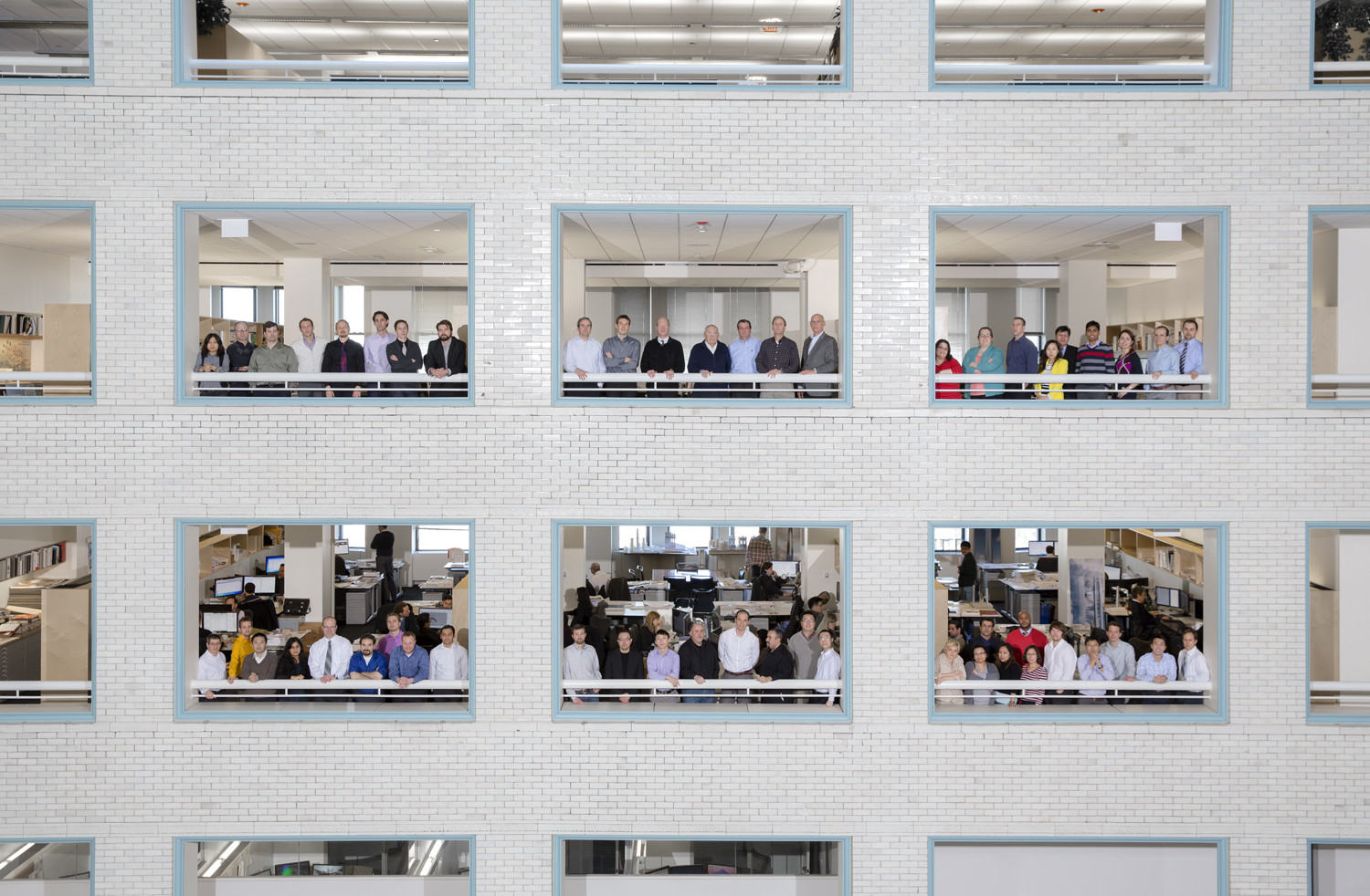 "Simplicity, Structural Clarity & Sustainability: How SOM Remains a Global Leader, For a relatively large practice, SOM Chicago rarely feels like one. Pictured here are the several dozen architects and engineers that make up the firm, including representatives from two in-house groups: the Chicago Structures Group and so-called ""Research Gang,"" under the direction of ""maker"" Bill Baker. Image © Tim Klein"