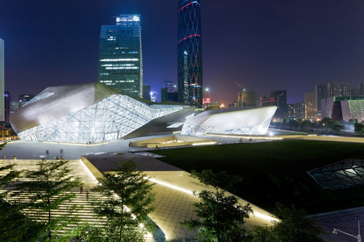Guangzhou Opera House, Zaha Hadid Architects. Imagem © Iwan Baan