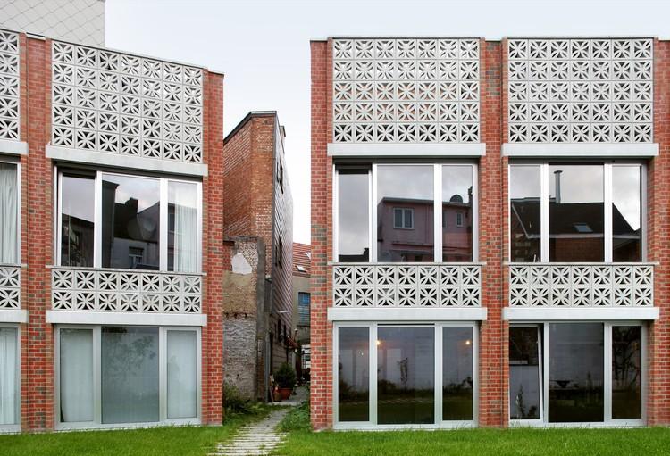 Infill de Uso Mixto: 3 Casas y Una Oficina / Collectief Noord, © Filip Dujardin
