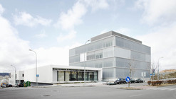 Healthcare Center and Regional Government Offices / BAT + ARQUITECNICA