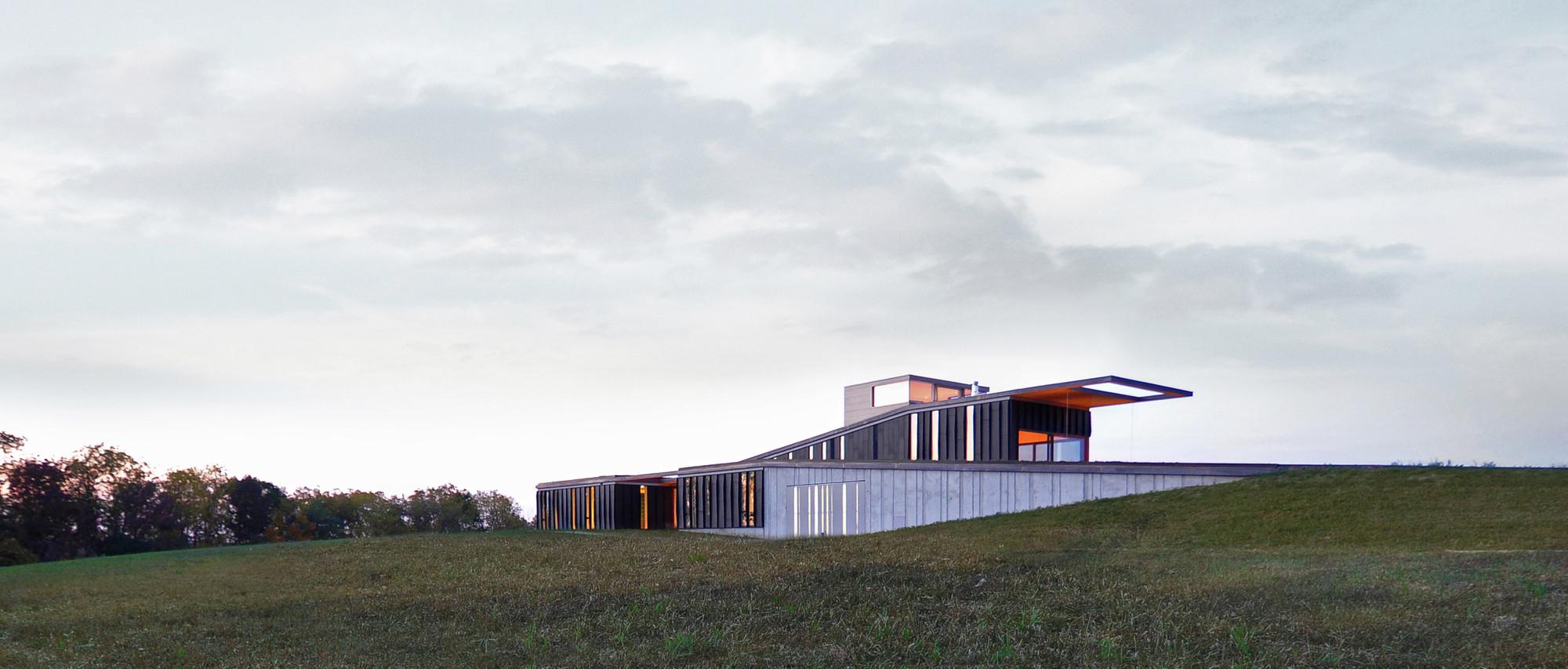 Topo House; Wisconsin /Johnsen Schmaling Architects