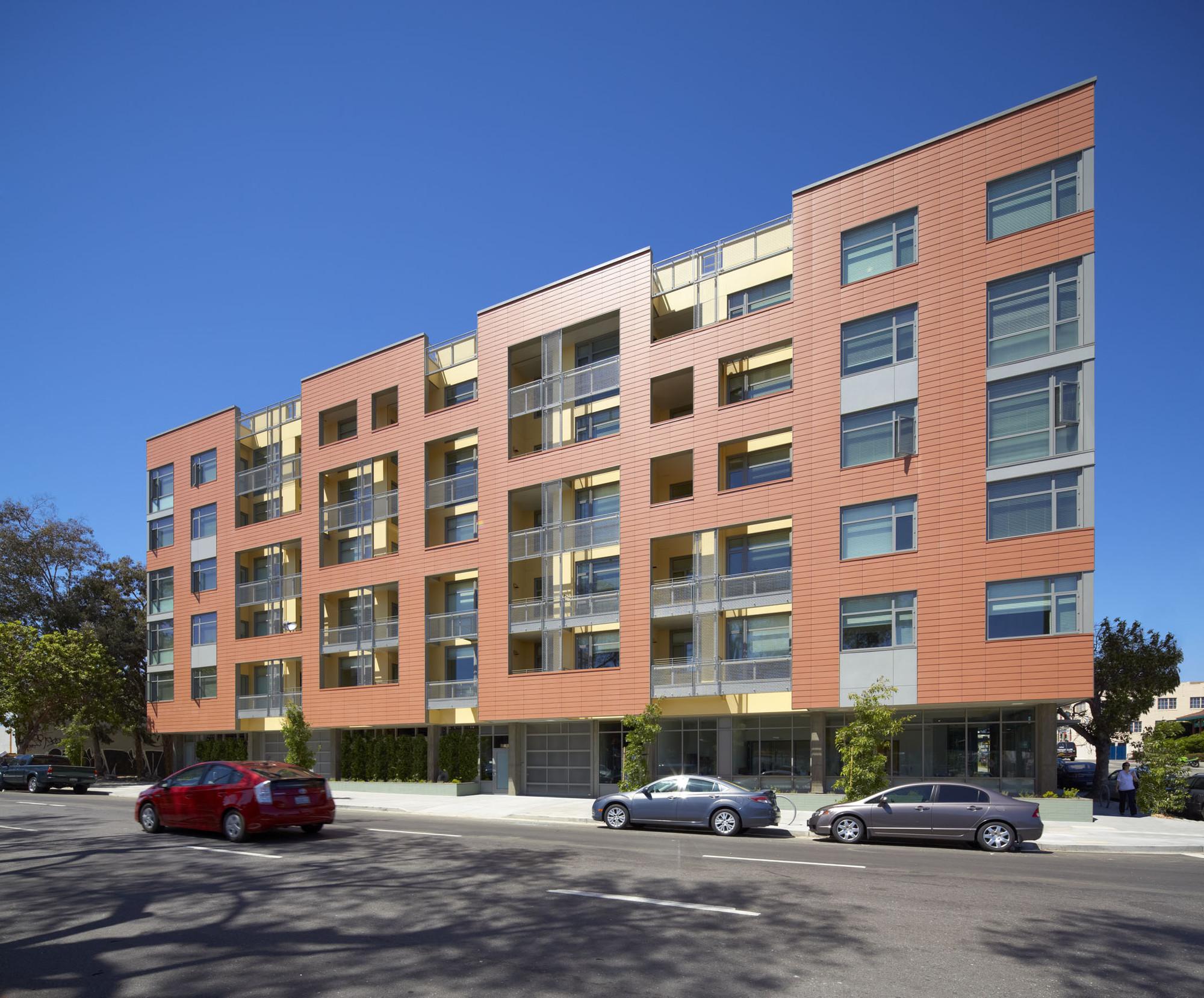 Merritt Crossing Senior Apartments; Oakland, CA /Leddy Maytum Stacy Architects