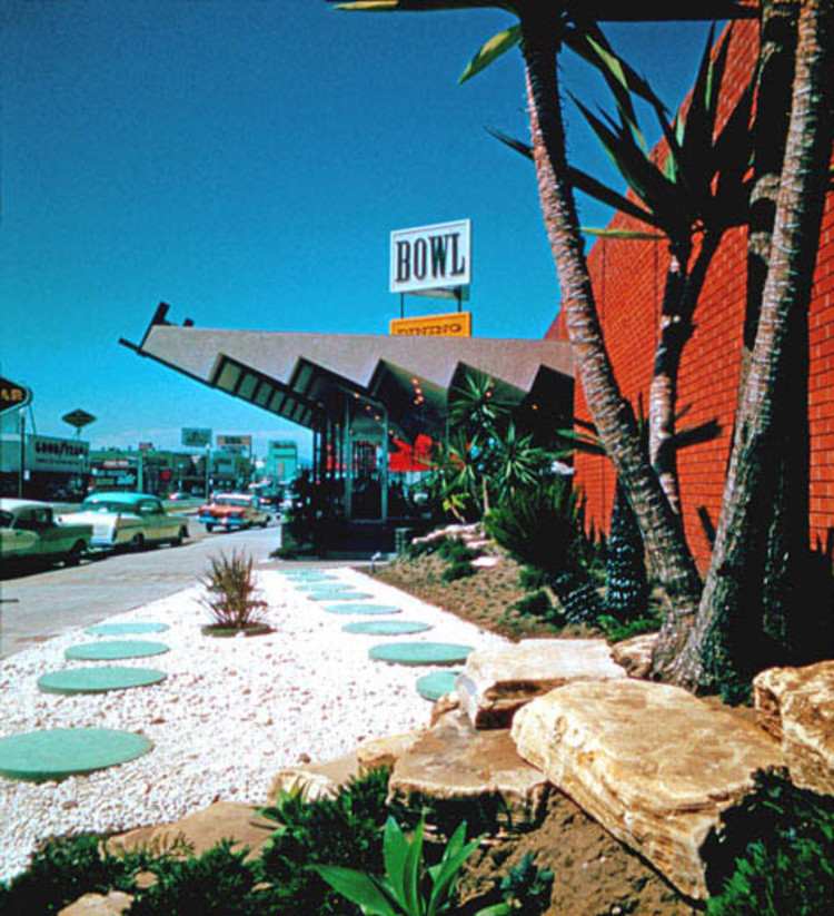 Exhibition: Bowlarama: California Bowling Architecture, 1954-1964, Holiday Bowl / © Jack Laxer