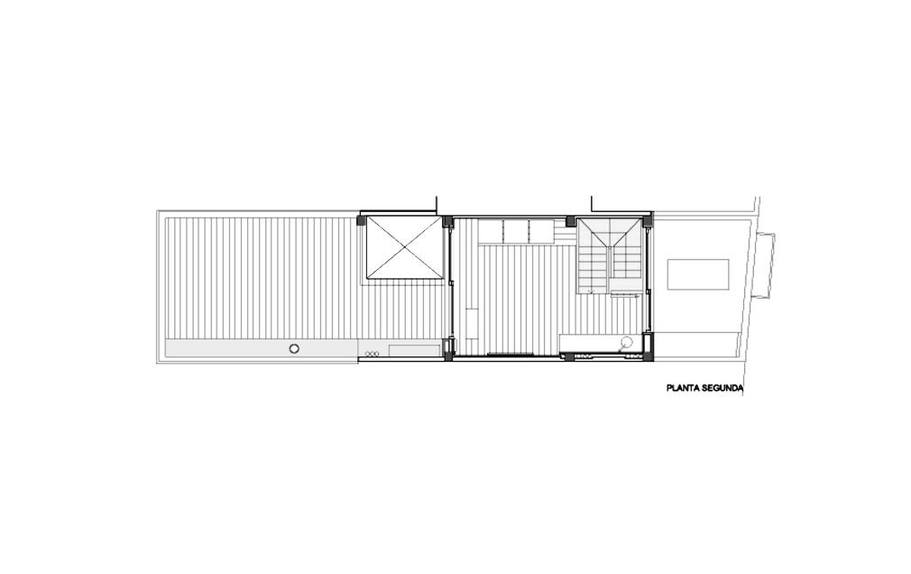 Casa Patio Vertical / Estudi NAO