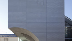 Tunnel House  / Makiko Tsukada Architects