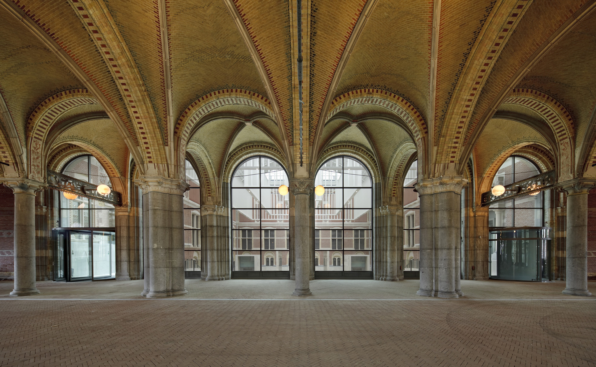Courtesy of Rijksmuseum / Cycle & Entrance Passageway. Image © Pedro Pegenaute