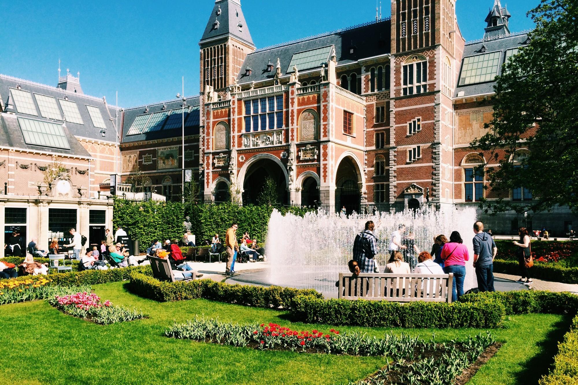 Rijksmuseum from South Gardens designed by Copijn Landschapsarchitecten, April 2014. Image © James Taylor-Foster