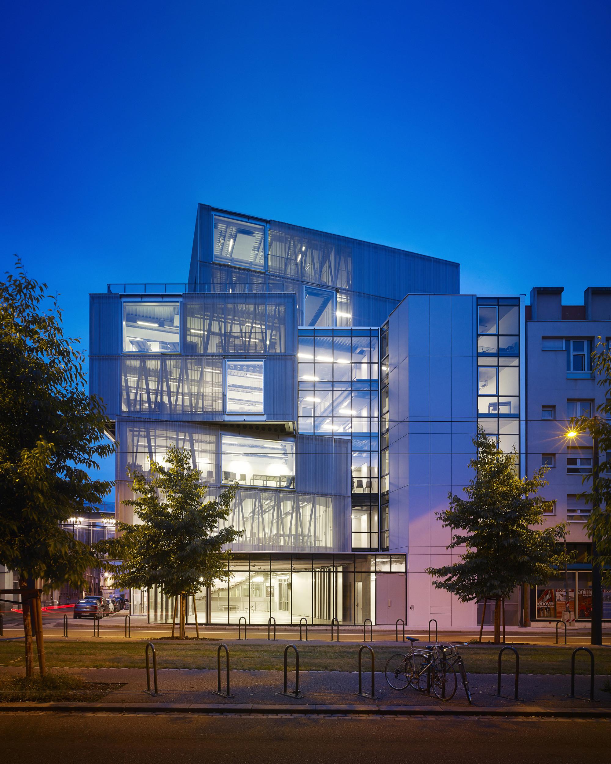 Galeria de escola de arquitetura de strasbourg marc for J j school of architecture