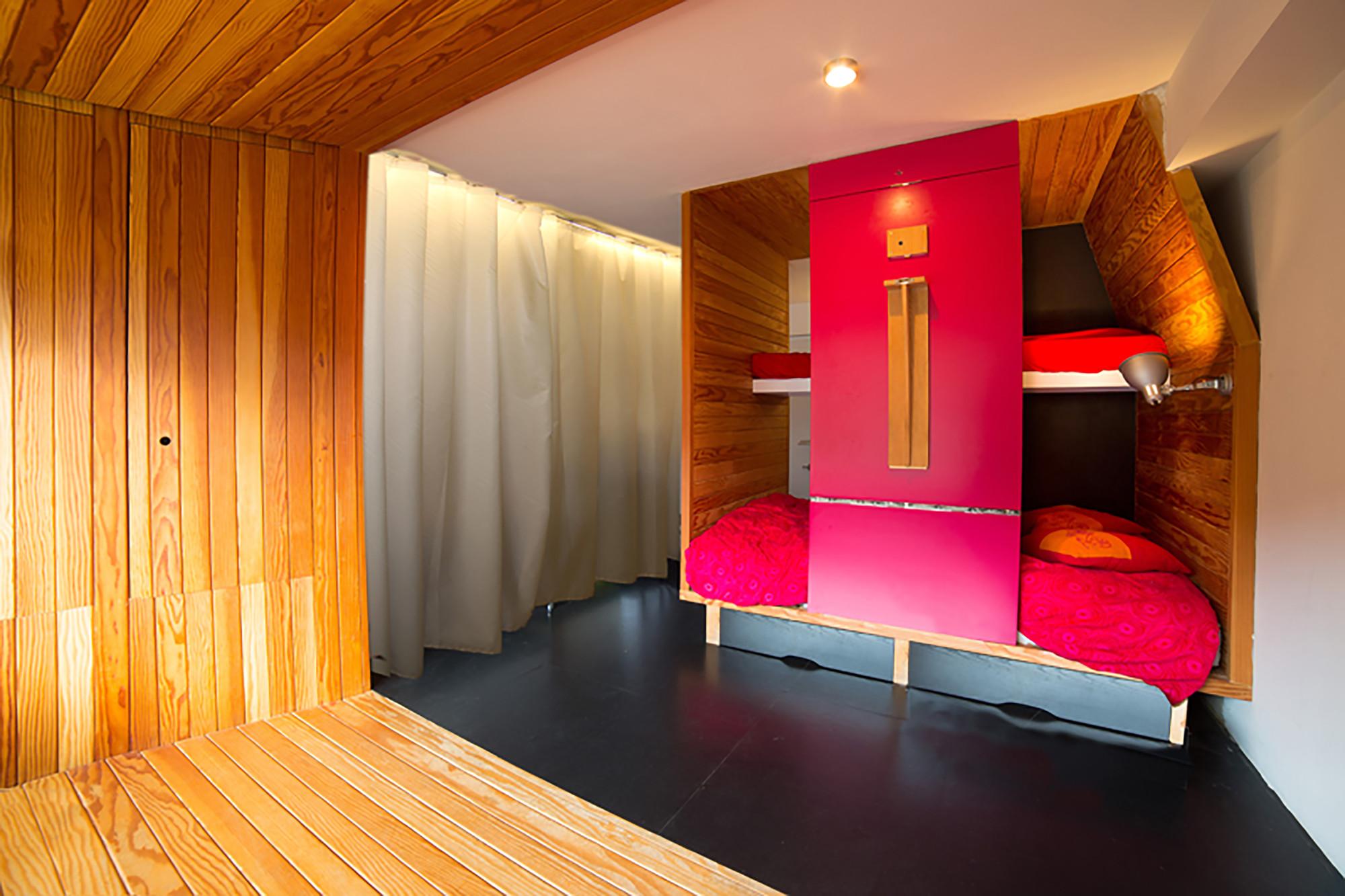 Studio in a Mountain Resort / Beriot Bernardini Arquitectos, © Yen Chen