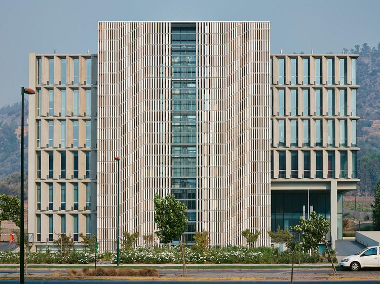 Edificio Vitra / Sebastián Larroulet + Arturo López + Francisco Vergara A., © Cristian Brahona