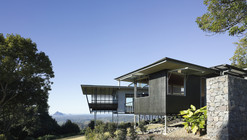 Glass House Mountains House / Bark Design Architects
