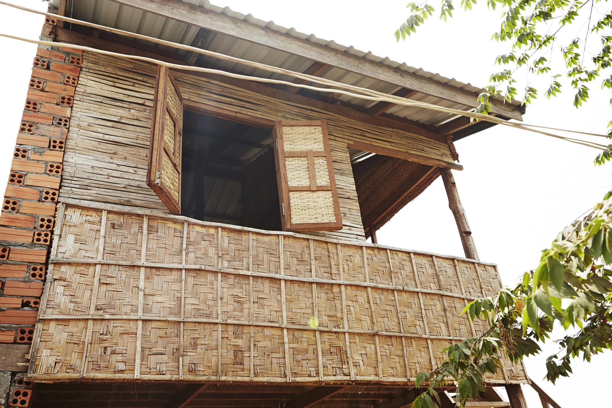 Courtyard House bamboo windows. Imágen © Building Trust International