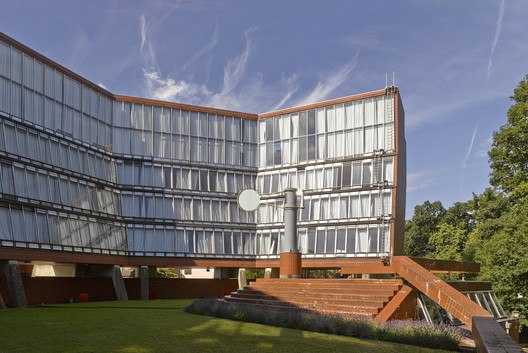 The Florey Building at Queen's College, Oxford University. Image © James Brittain