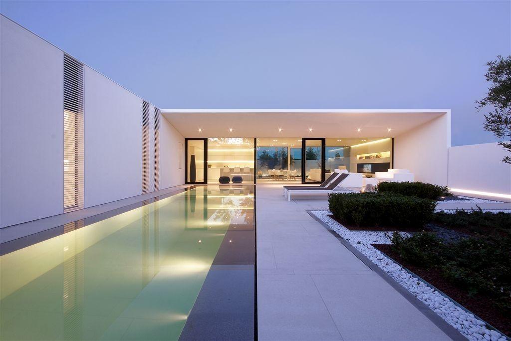 Jesolo Lido Pool Villa / JM Architecture. Image © Jacopo Mascheroni