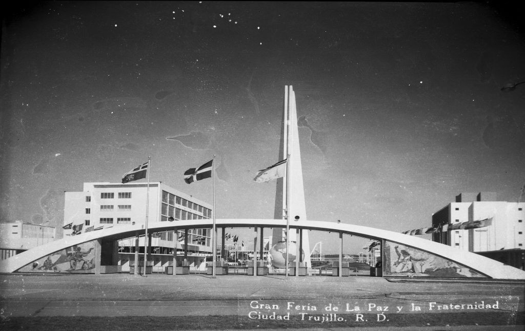 Fair of Peace and Fraternity of the Free World, Santo Domingo, Dominican Republic (1955). Image © Archivo General de la Nación